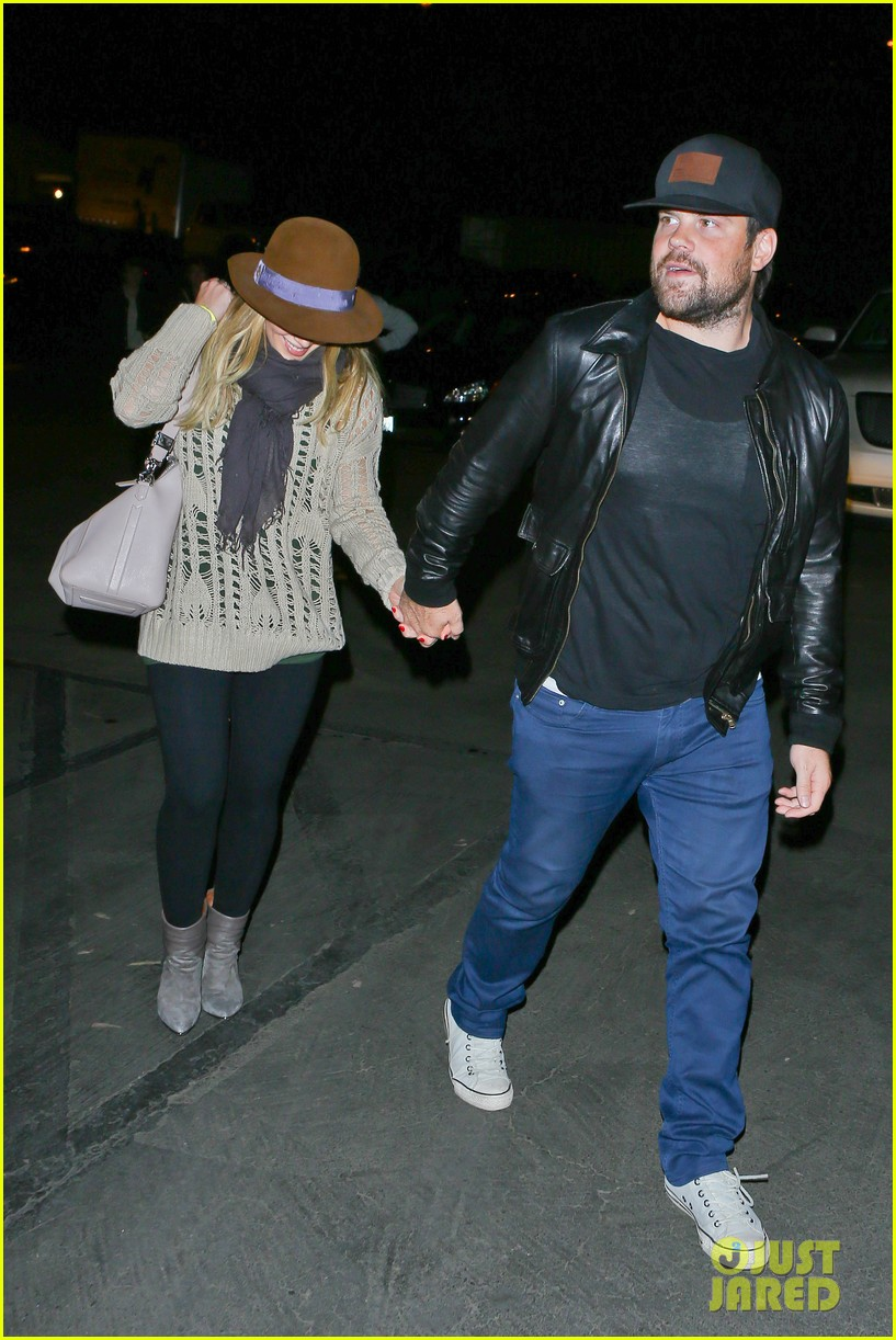 hilary duff mike comrie john mayer concert couple 082967373
