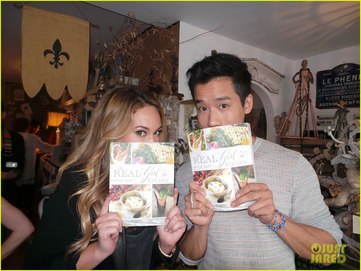 hilary duff supports sister haylie at real girls kitchen signing 092981465
