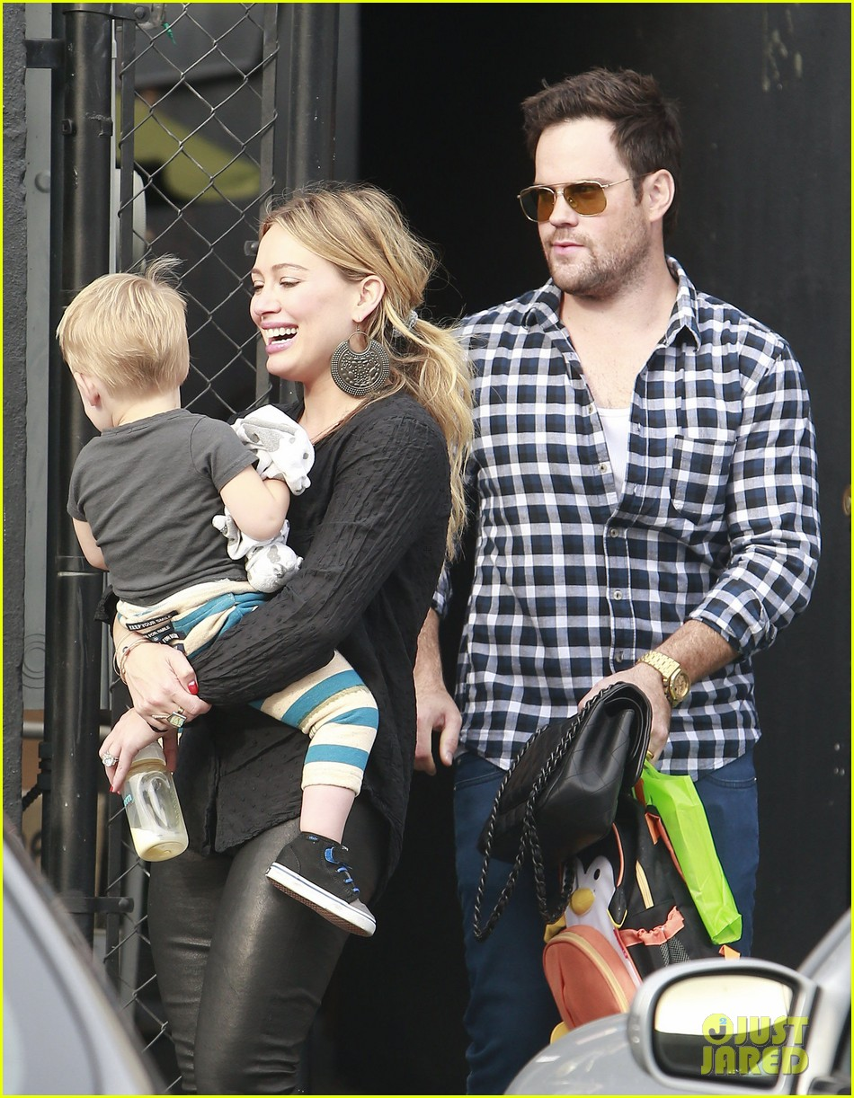 hilary duff supports sister haylie at real girls kitchen signing 12