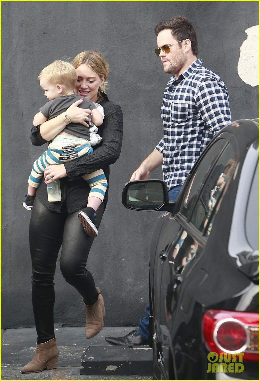 hilary duff supports sister haylie at real girls kitchen signing 132981469