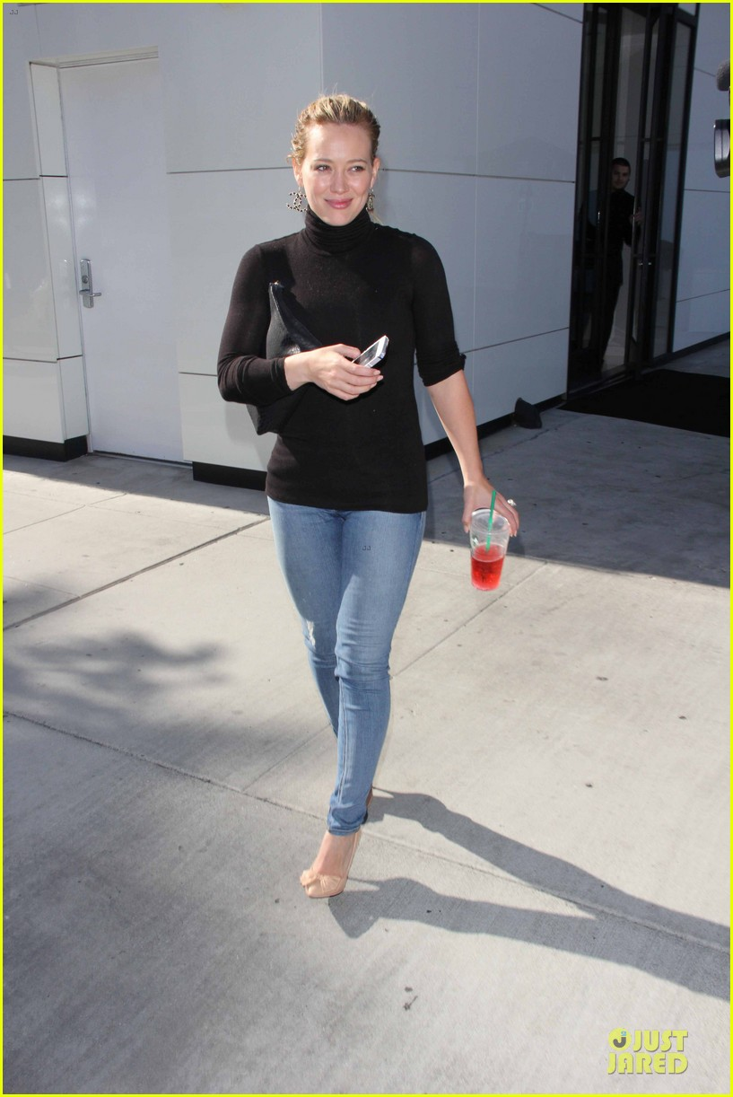 hilary duff mike comrie slides with luca 012970389