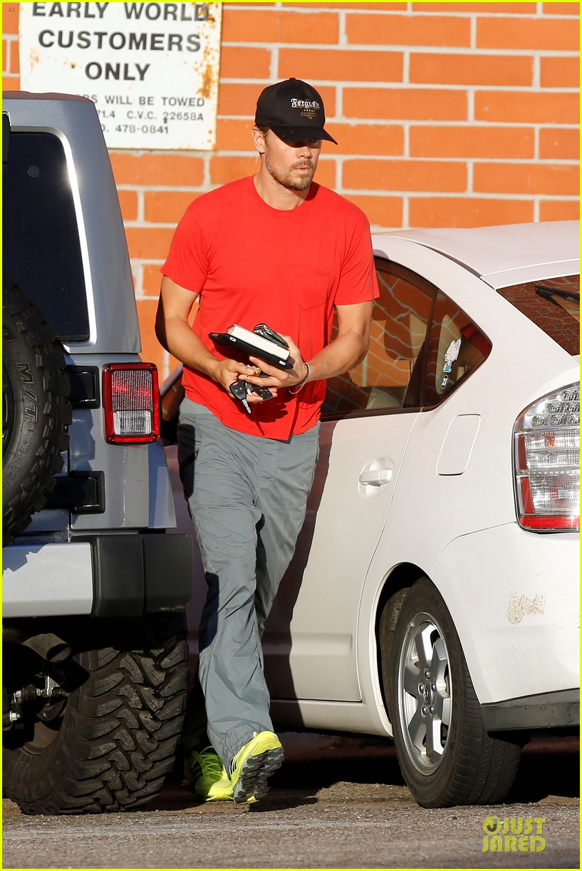 josh duhamel tweets condolences for adrian peterson family 012970542