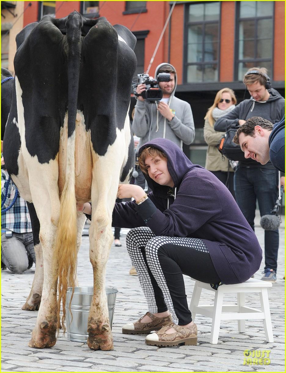 lena dunham milks a cow for billy on the street 032969142