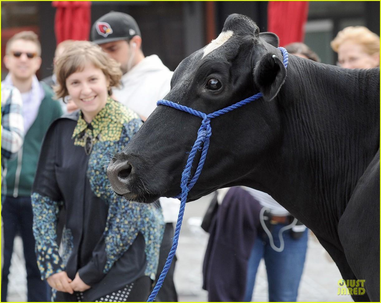 lena dunham milks a cow for billy on the street 102969149