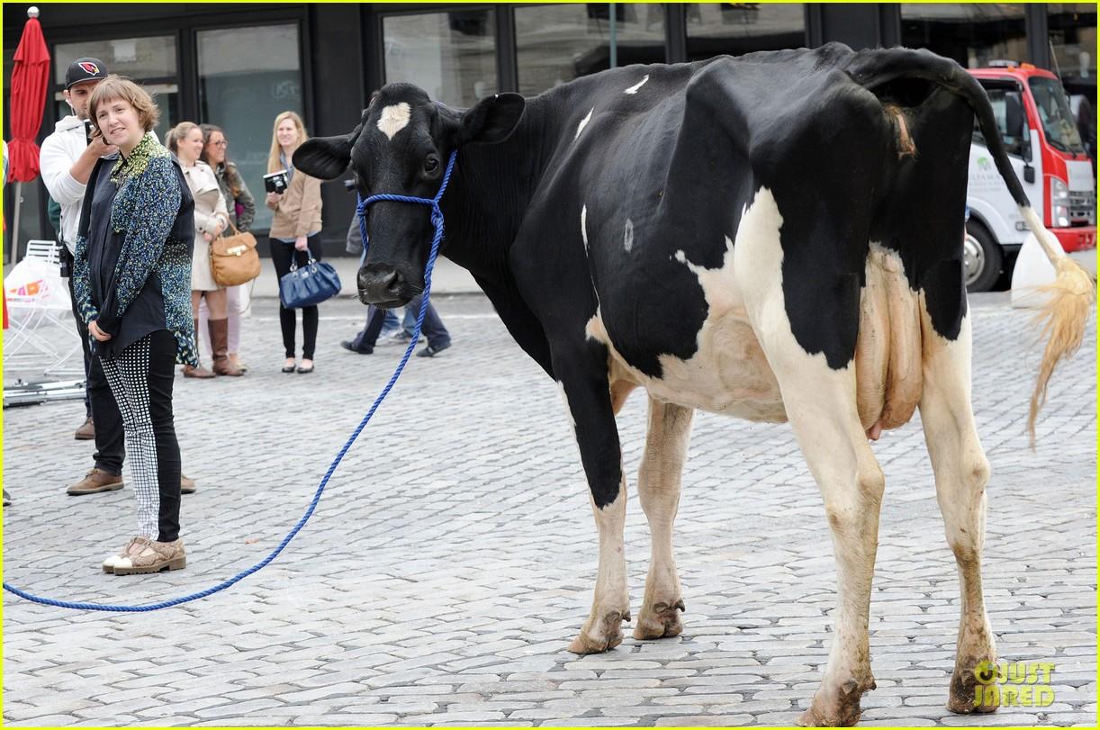 lena dunham milks a cow for billy on the street 112969150