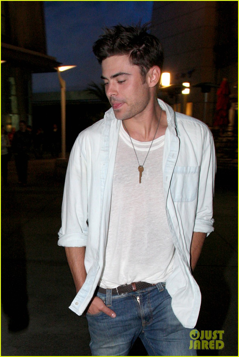 zac efron lily collins movie night out 022971455
