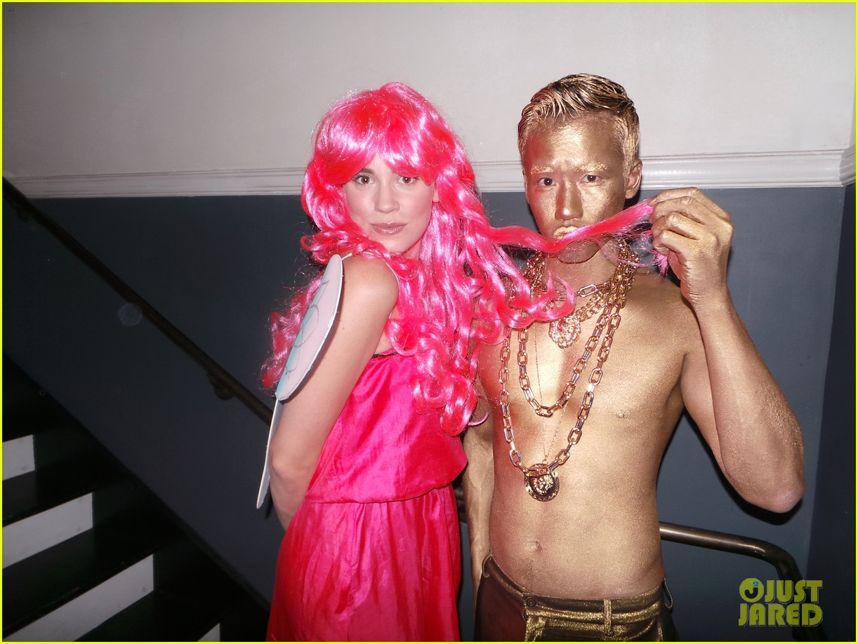 emily vancamp josh bowman costume couple 012981255