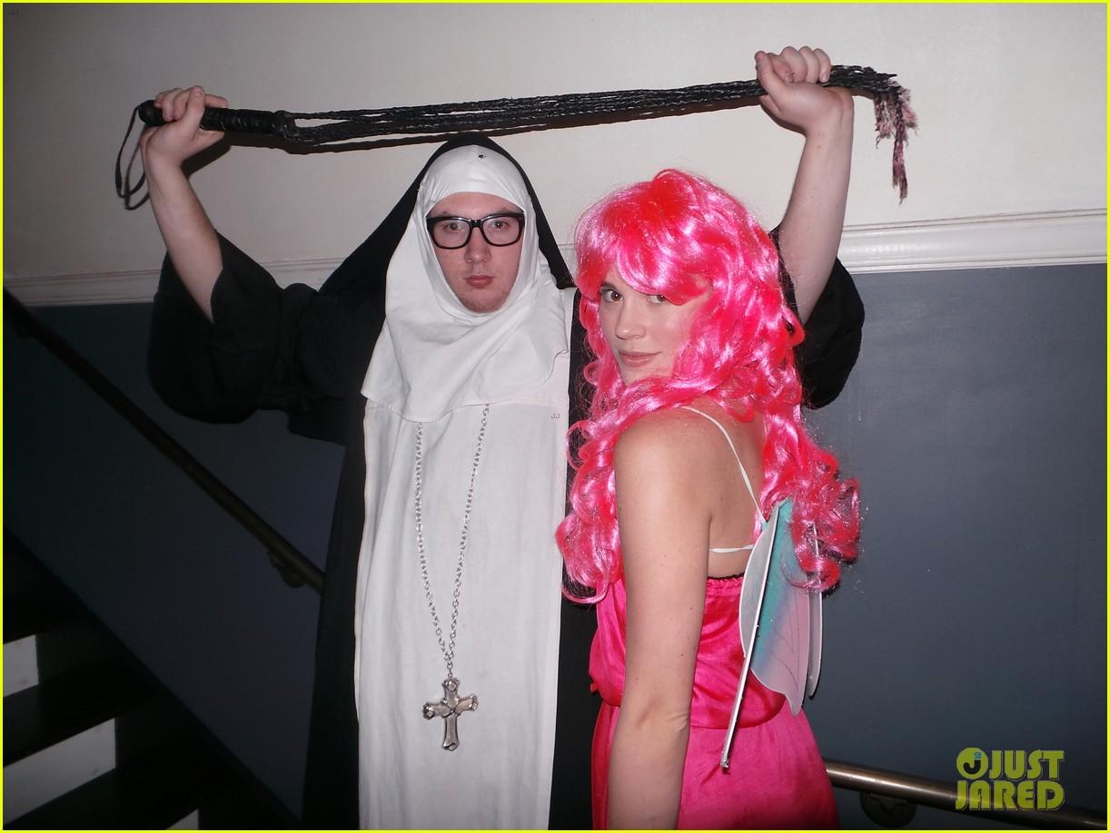 emily vancamp josh bowman costume couple 03