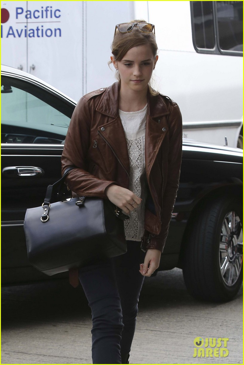 emma watson flies out of los angeles 052977923