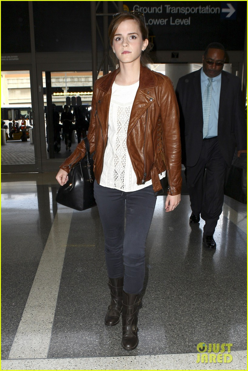 emma watson flies out of los angeles 10