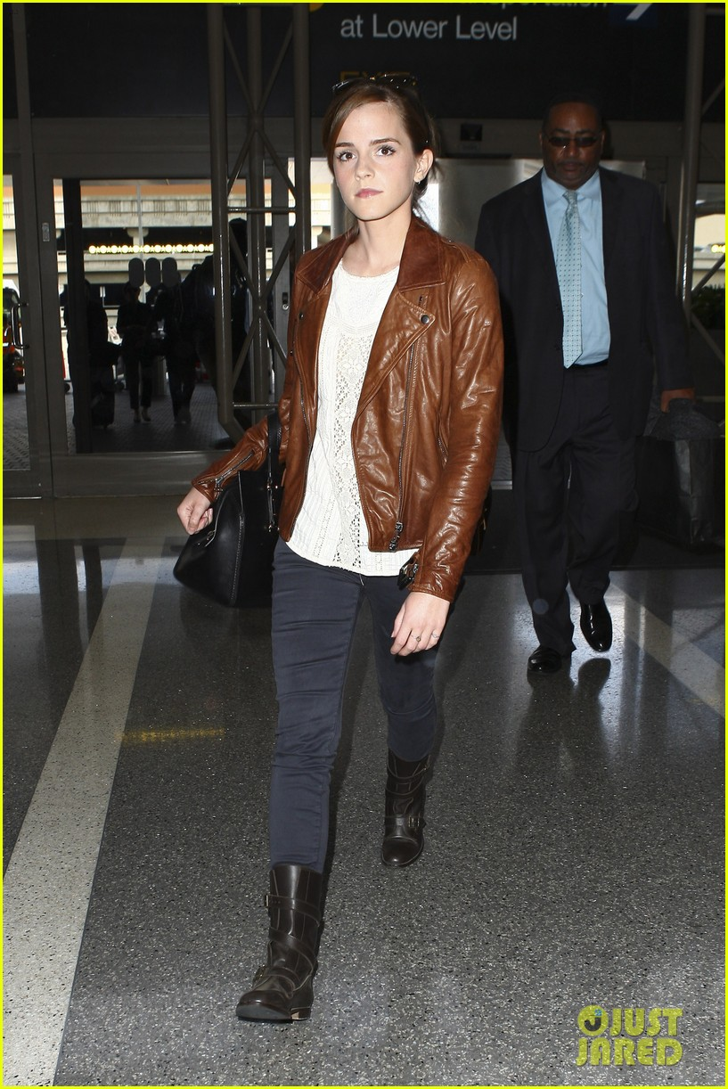 emma watson flies out of los angeles 122977930