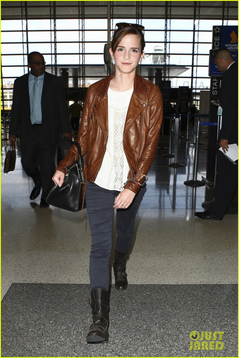 emma watson flies out of los angeles 132977931
