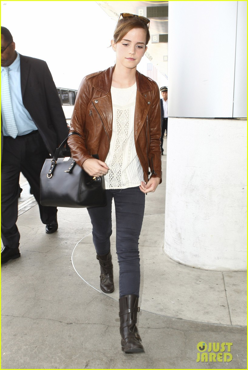 emma watson flies out of los angeles 172977935