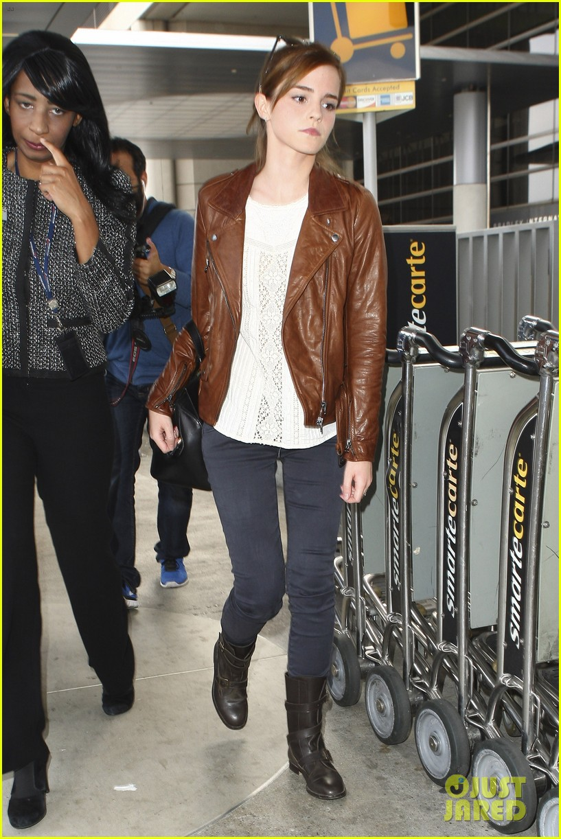 emma watson flies out of los angeles 192977937
