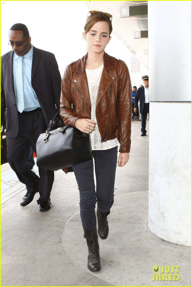 emma watson flies out of los angeles 212977939