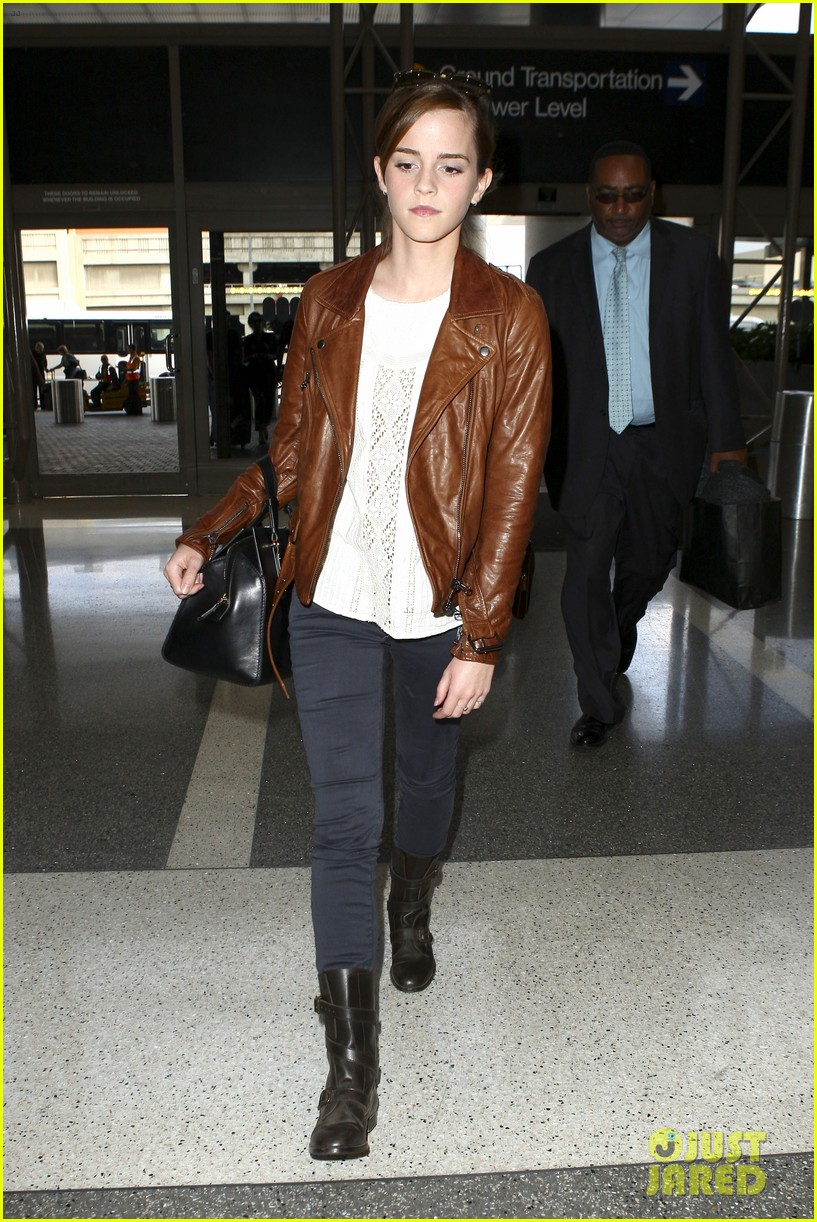 emma watson flies out of los angeles 252977943