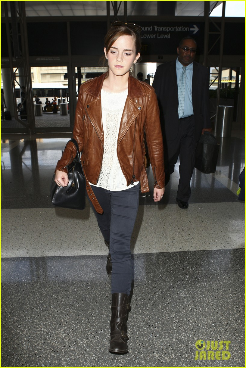 emma watson flies out of los angeles 262977944