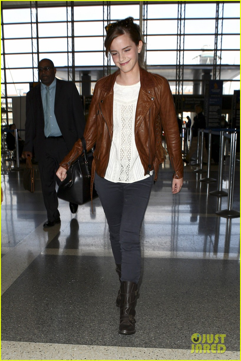 emma watson flies out of los angeles 272977945