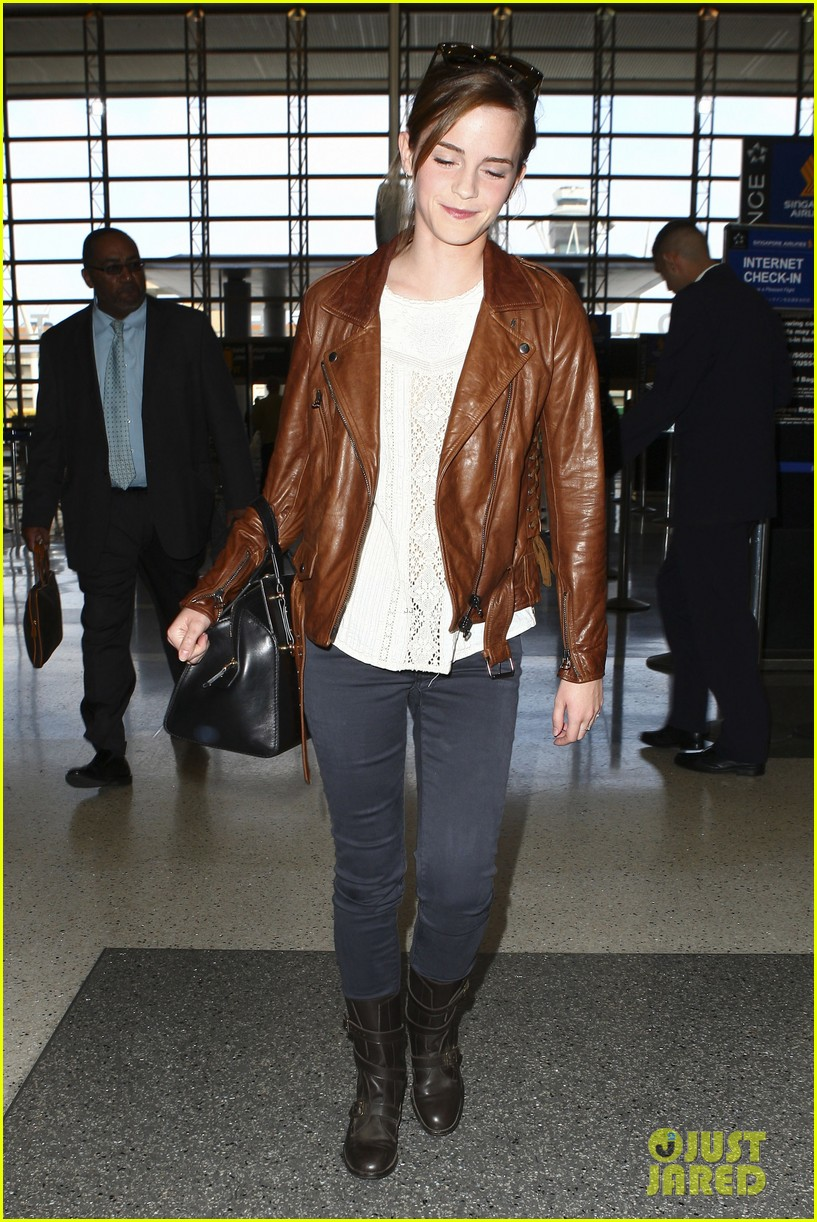 emma watson flies out of los angeles 282977946