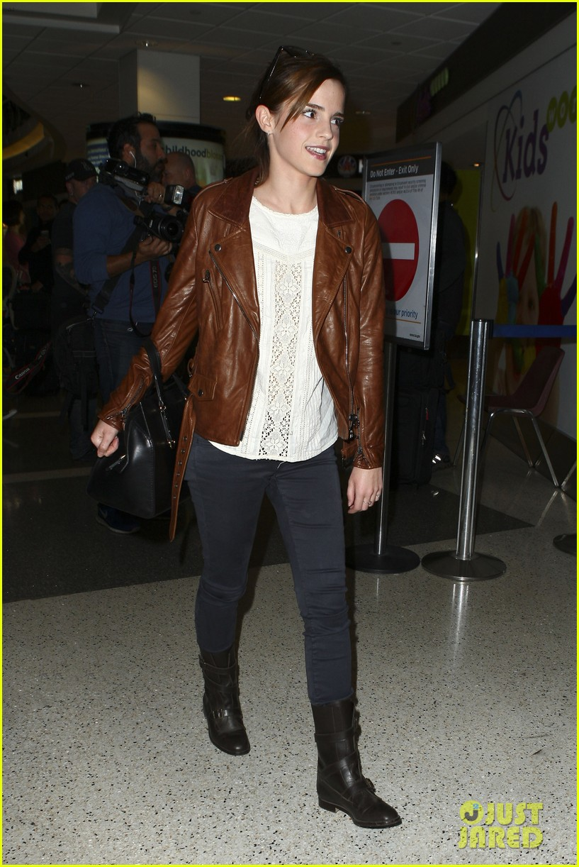 emma watson flies out of los angeles 322977950