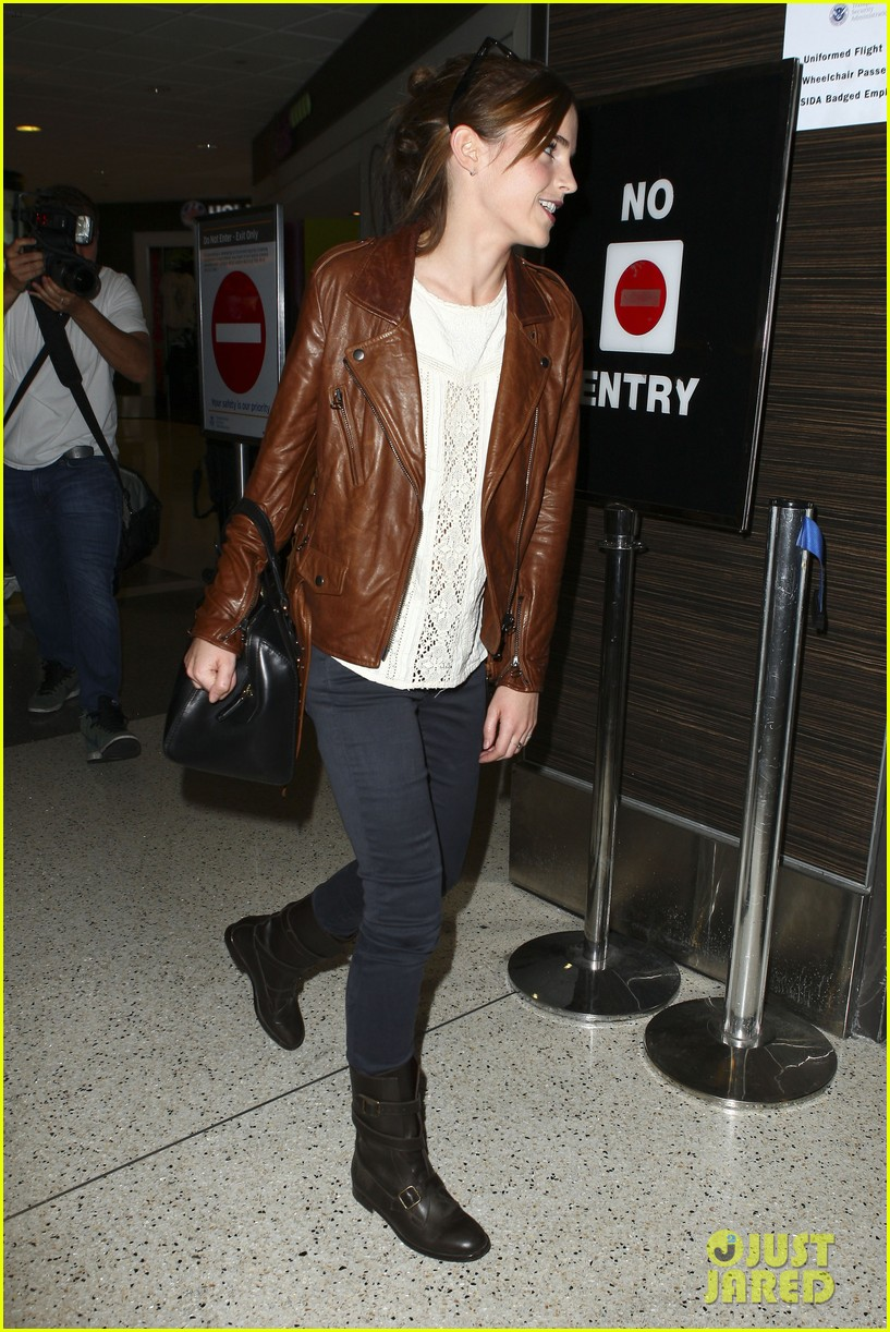 emma watson flies out of los angeles 332977951