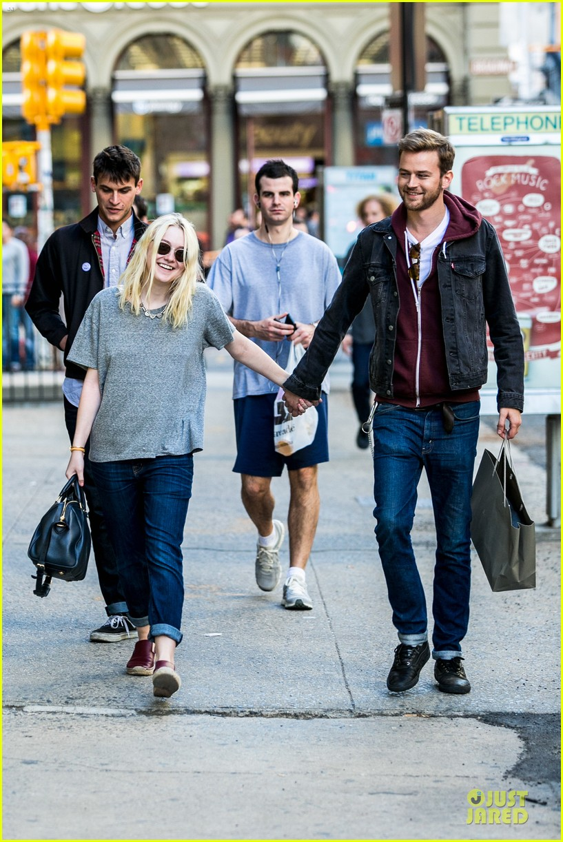 dakota fanning jamie strachan hold hands for shopping 102974690