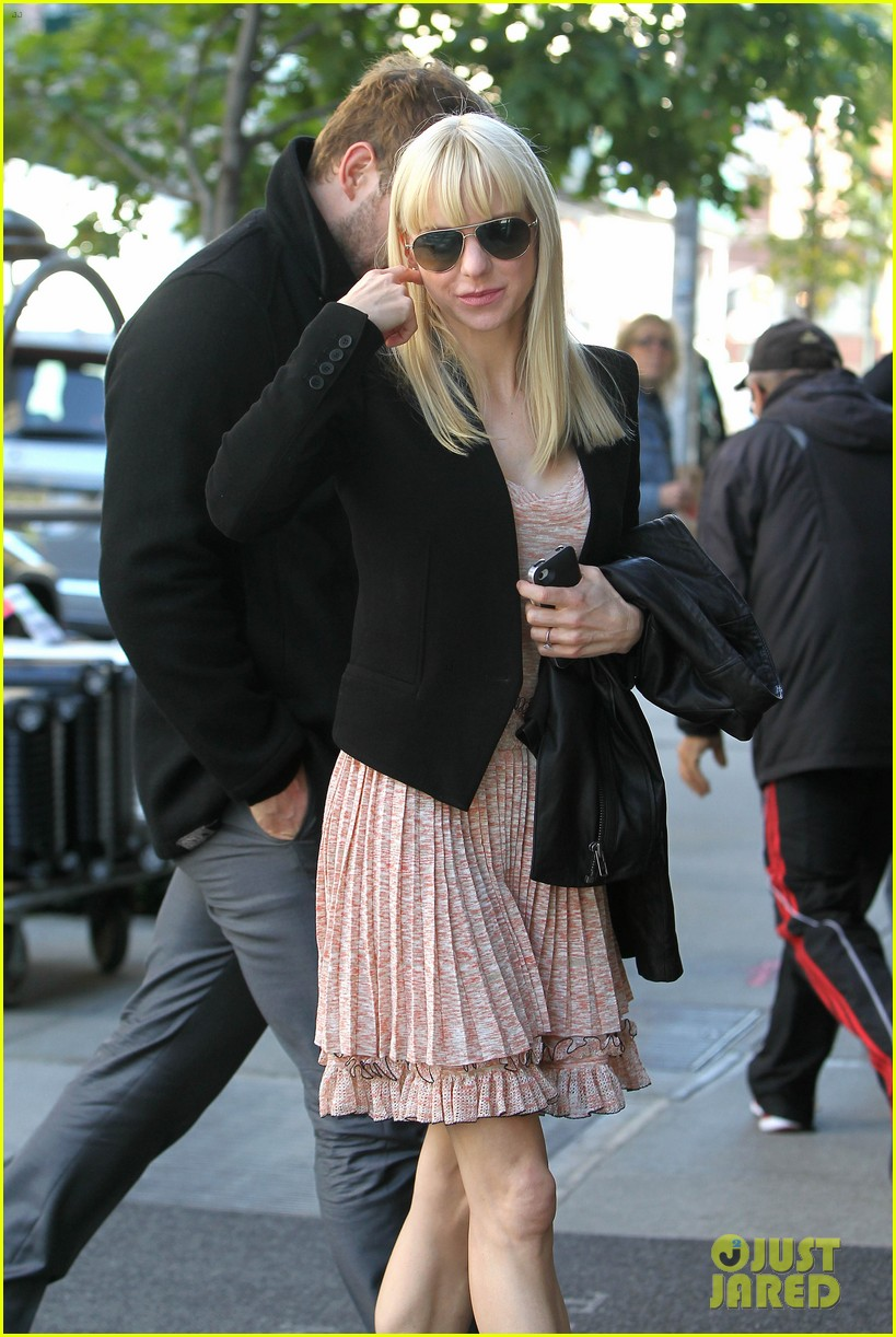 anna faris chris pratt do promo together in new york city 14