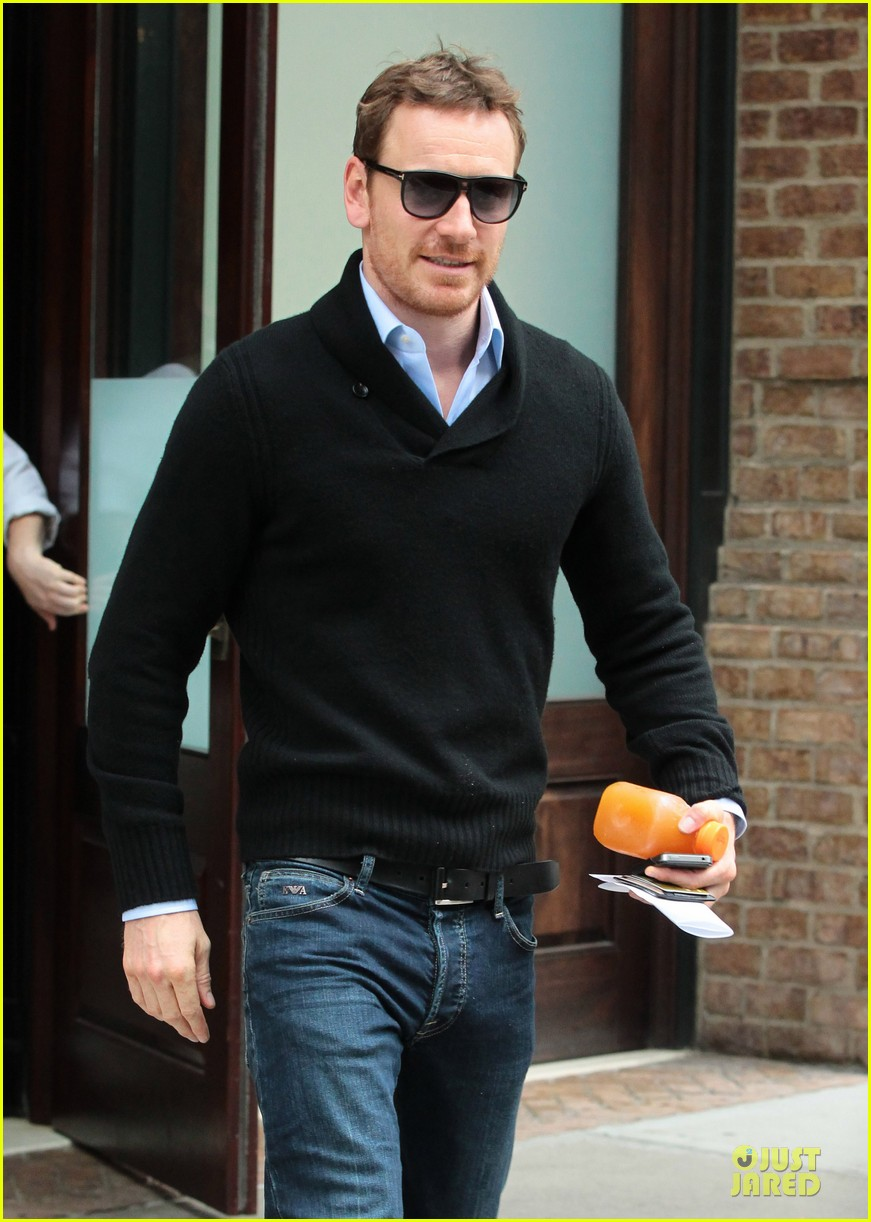 michael fassbender very good friends with zoe kravitz 062970559