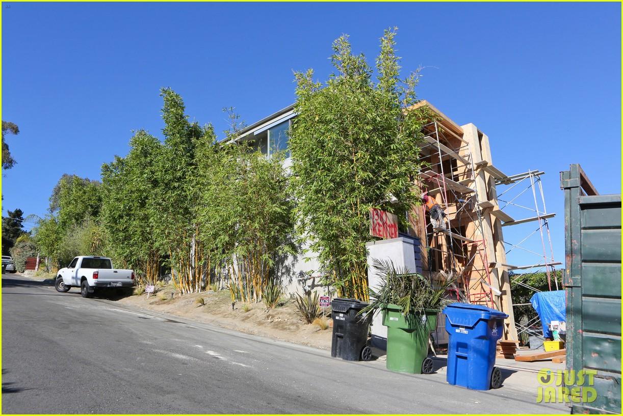 fergie josh duhamel visit new home in brentwood 062963767