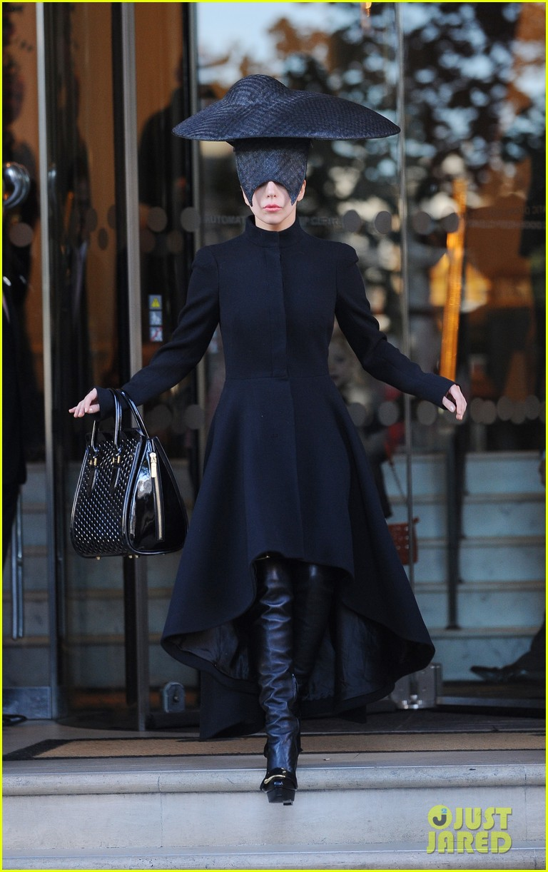 lady gaga steps out in london after puppy alice dies 012982860