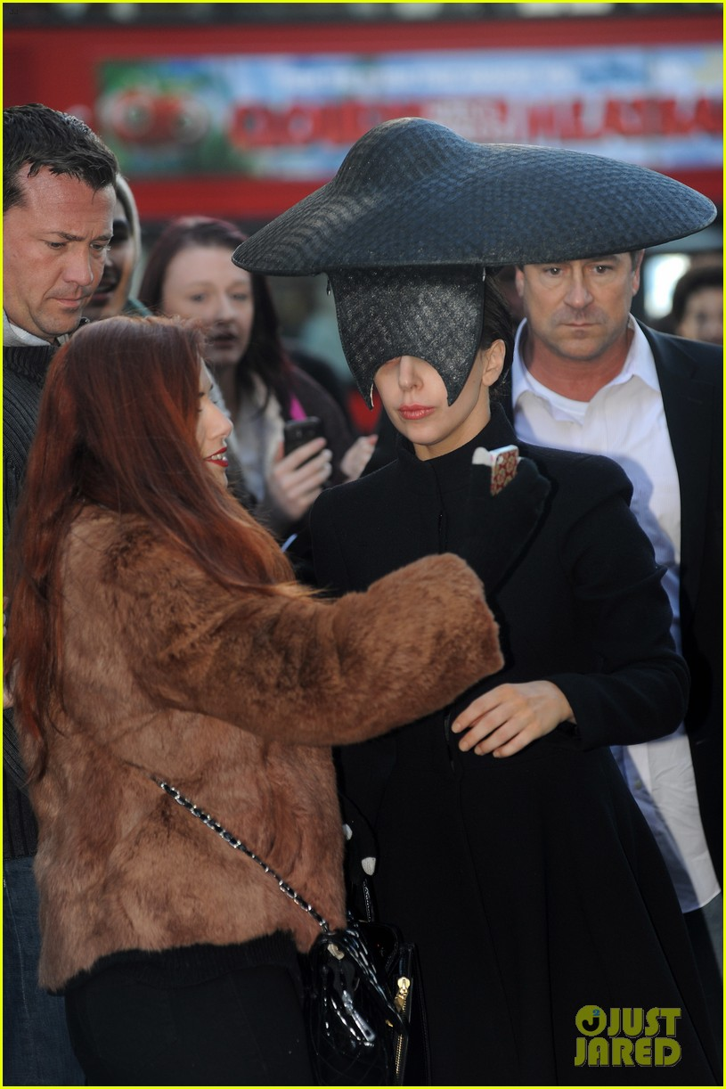 lady gaga steps out in london after puppy alice dies 052982864