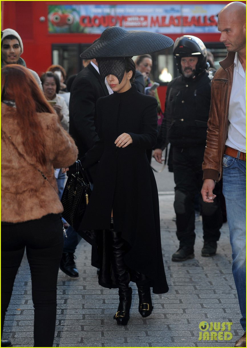 lady gaga steps out in london after puppy alice dies 062982865