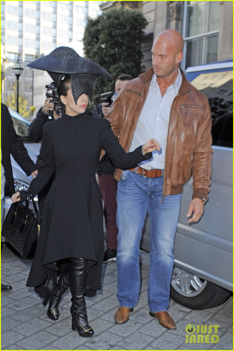 lady gaga steps out in london after puppy alice dies 07