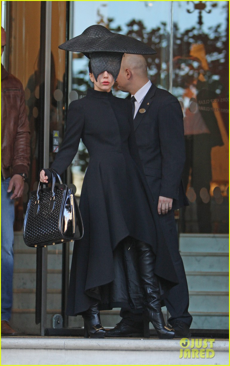 lady gaga steps out in london after puppy alice dies 102982869
