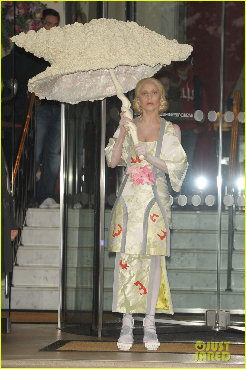 lady gaga carries large seashell umbrella around london 03