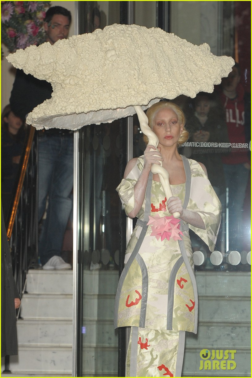 lady gaga carries large seashell umbrella around london 06