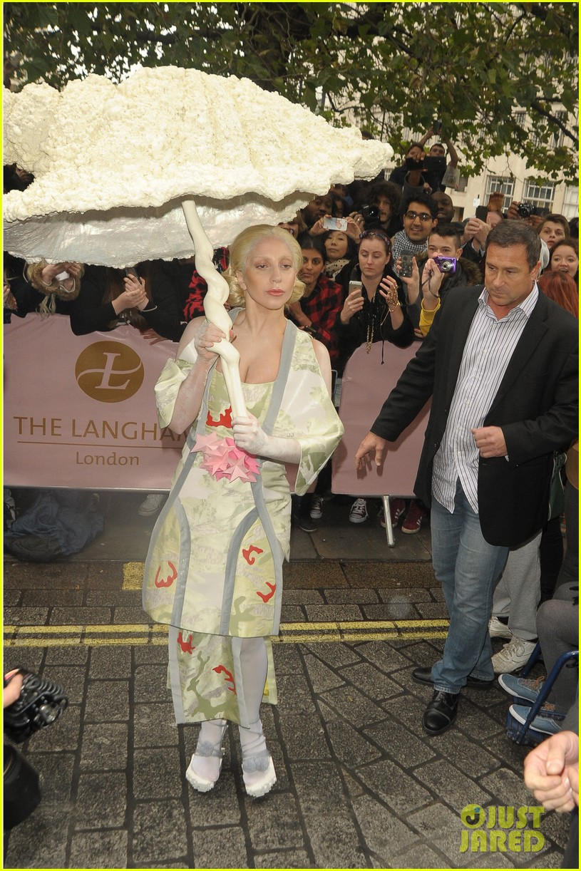lady gaga carries large seashell umbrella around london 08