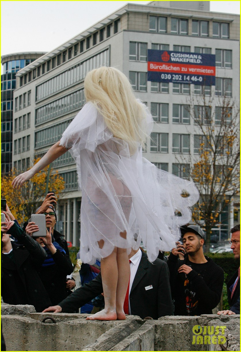 lady gaga naked under sheer cover up at berlin wall 12