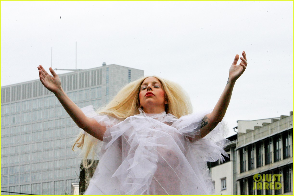lady gaga naked under sheer cover up at berlin wall 23