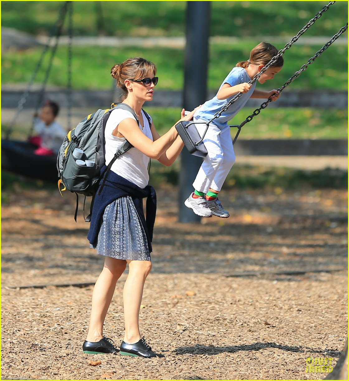 jennifer garner talks paparazzi bill impact on kids daily life 042966965