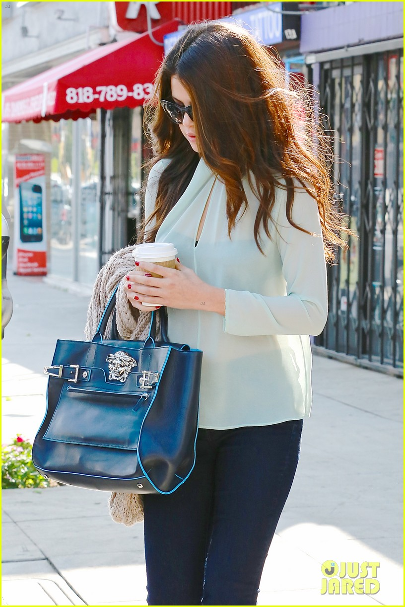 selena gomez grabs coffee with mom mandy 022965339