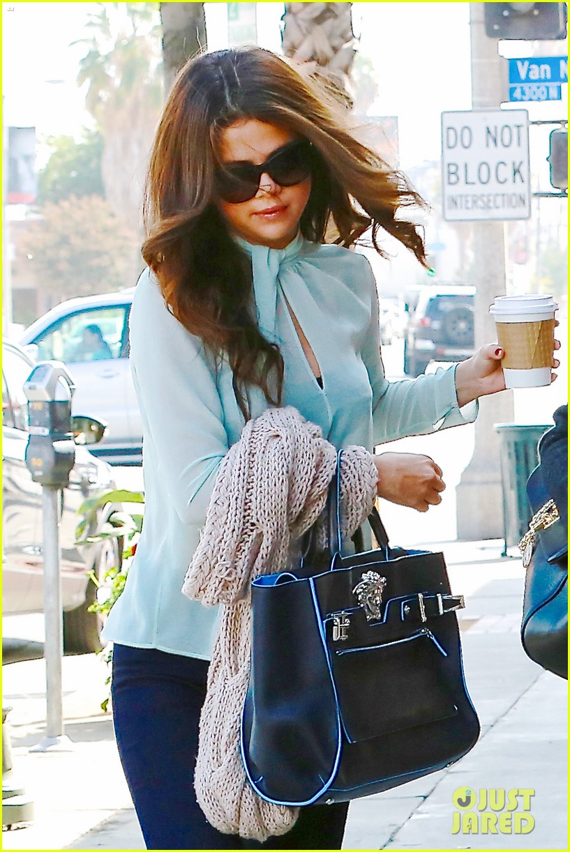 selena gomez grabs coffee with mom mandy 062965343