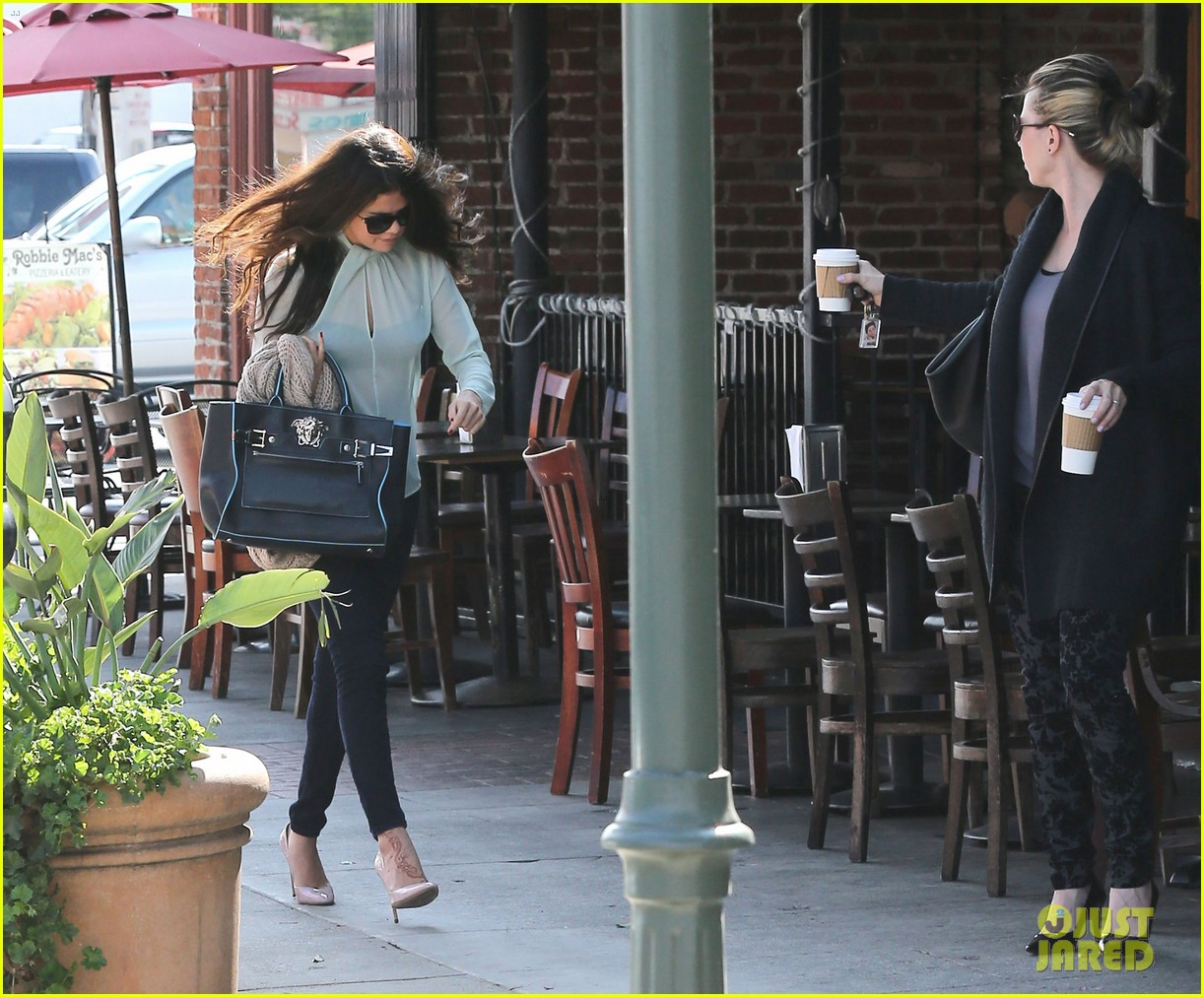 selena gomez grabs coffee with mom mandy 222965359