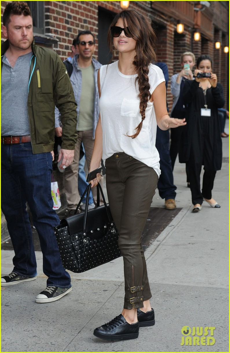 selena gomez arrives for late show appearance 032973726