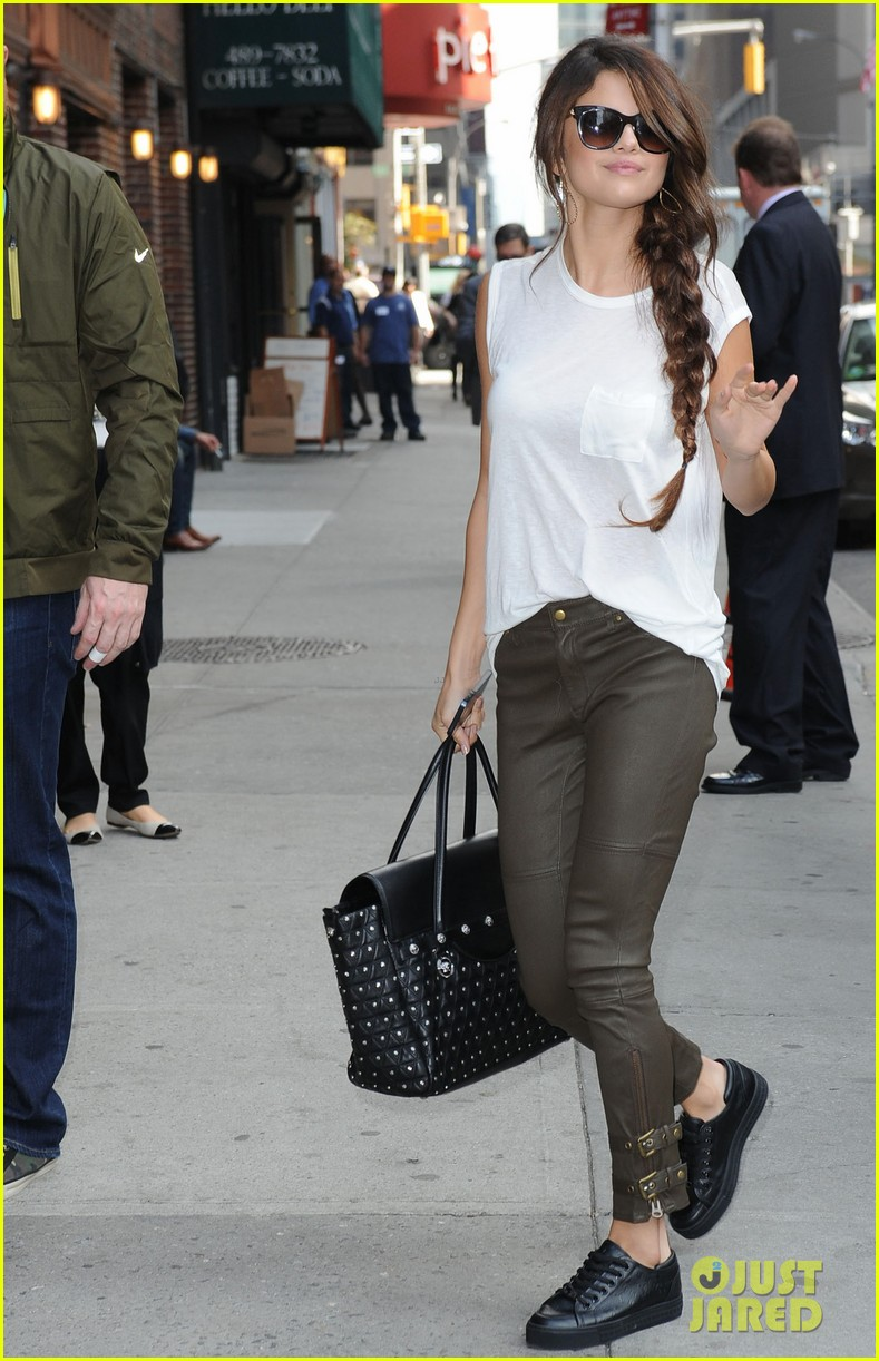 selena gomez arrives for late show appearance 062973729