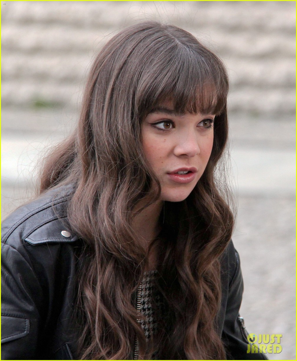 hailee steinfeld harrison ford first enders game clip watch 382966808