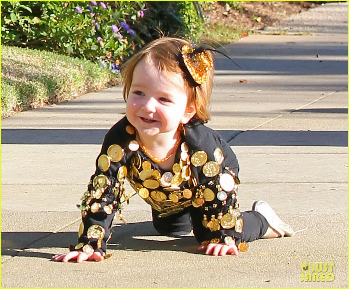 alyson hannigan family leprechaun halloween costume 2013 022983808