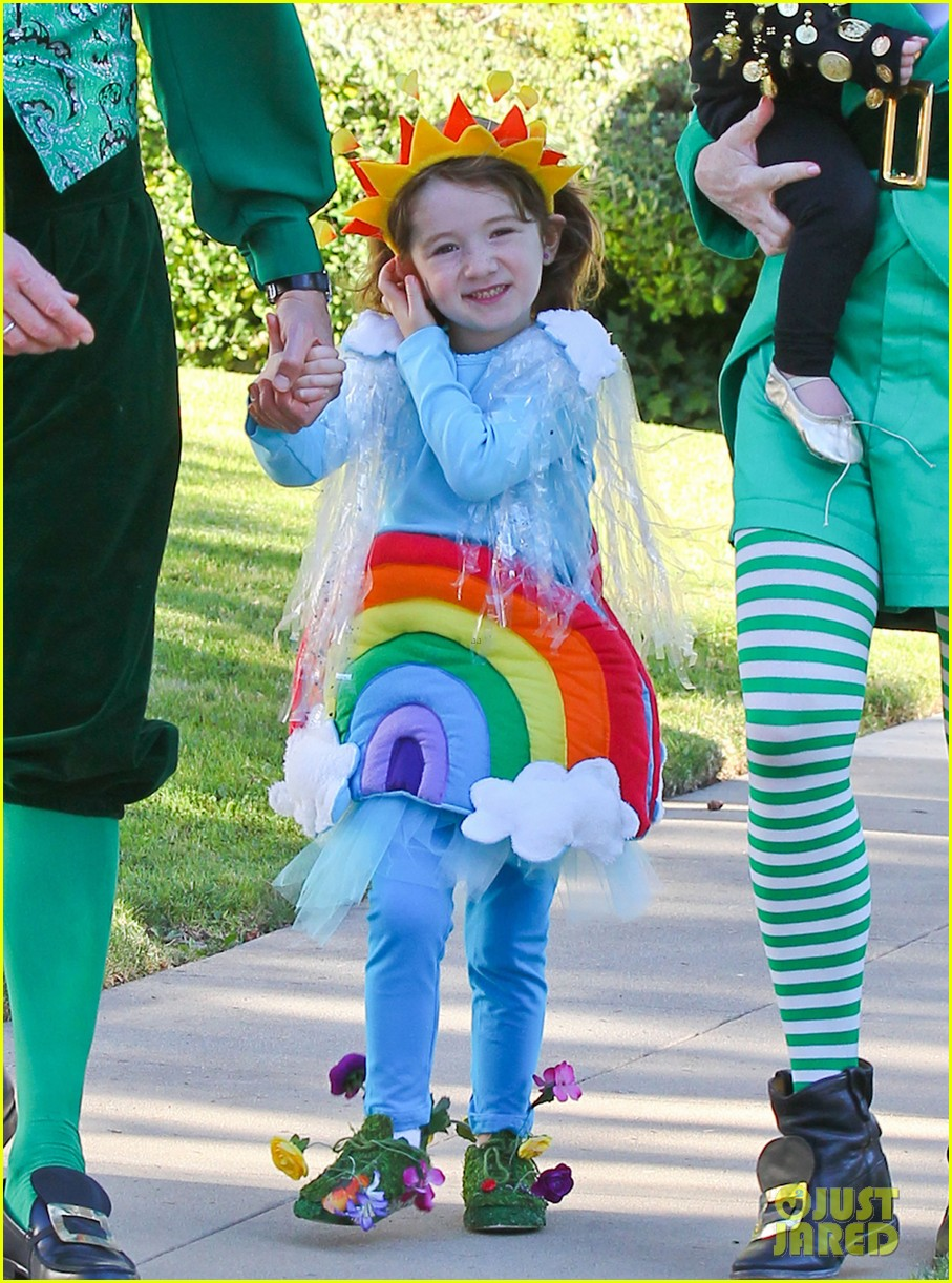 alyson hannigan family leprechaun halloween costume 2013 042983810