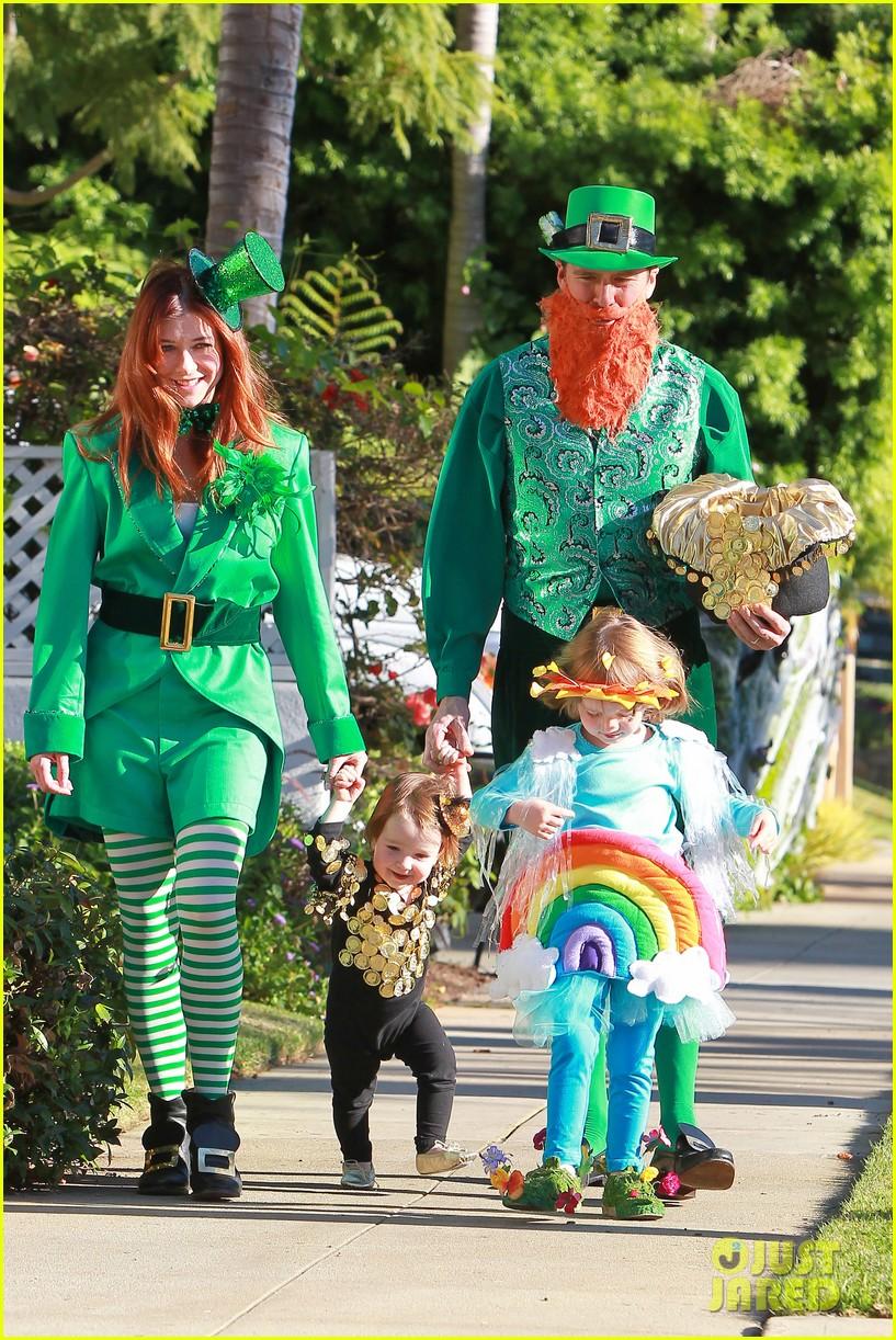 alyson hannigan family leprechaun halloween costume 2013 072983813