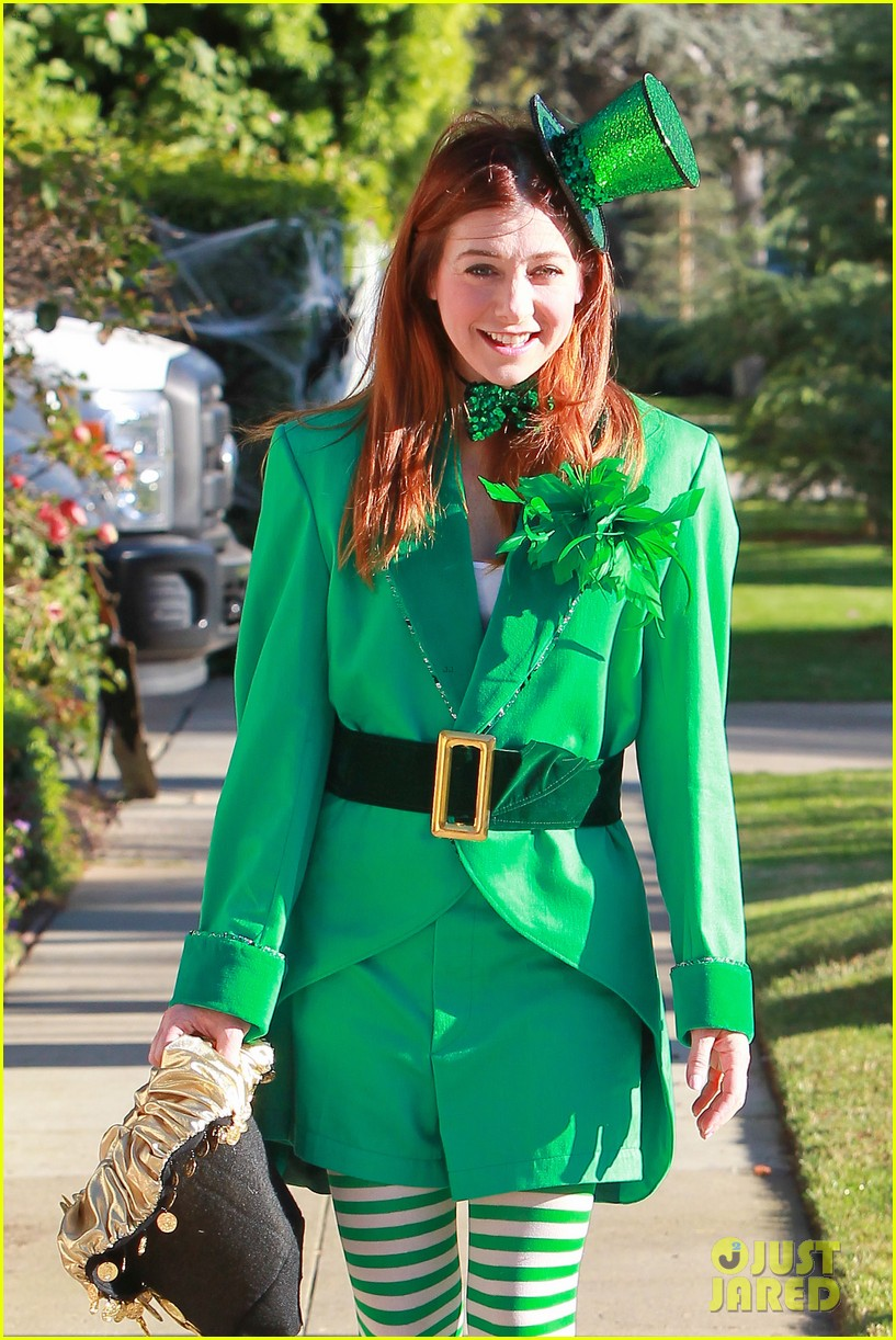 alyson hannigan family leprechaun halloween costume 2013 082983814